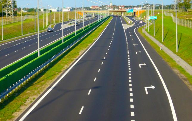 大手企業で土木・高速道路等のCADオペ兼事務
