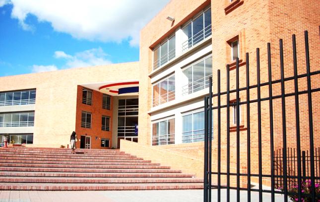 主に学校(校舎や体育館)の設備設計図面のCADオペ