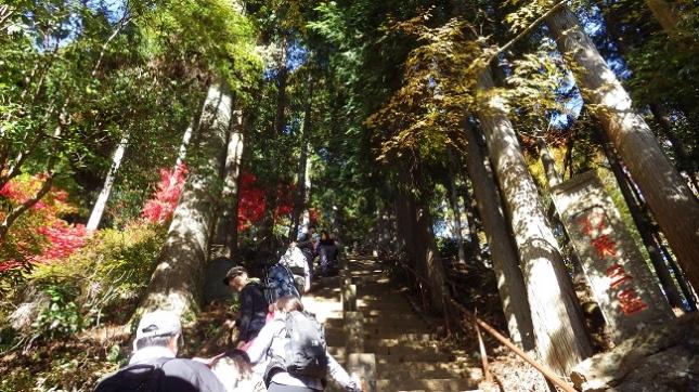 ②128頂上登山口登拝門